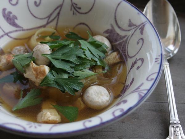 Recept 3 – Kippenbouillon met platte peterselie & Parijse champignons